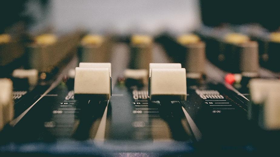 Studio-Sound-Board-Broadcasting-Sound-Mixer-Radio-2010270.jpg