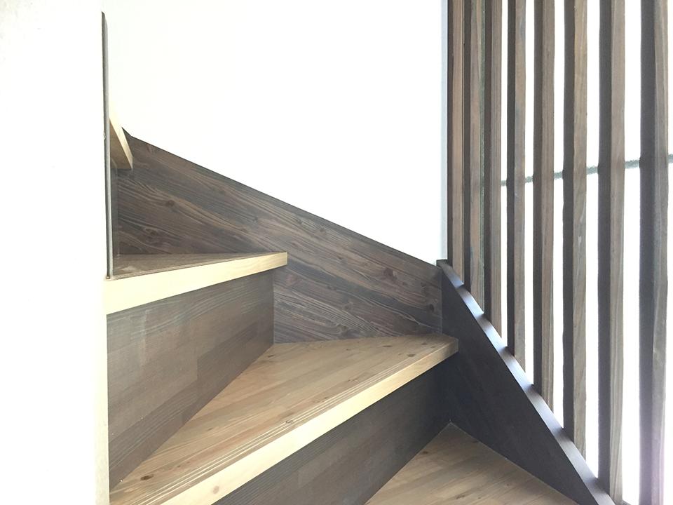 改修後の玄関側へ階段位置を変更