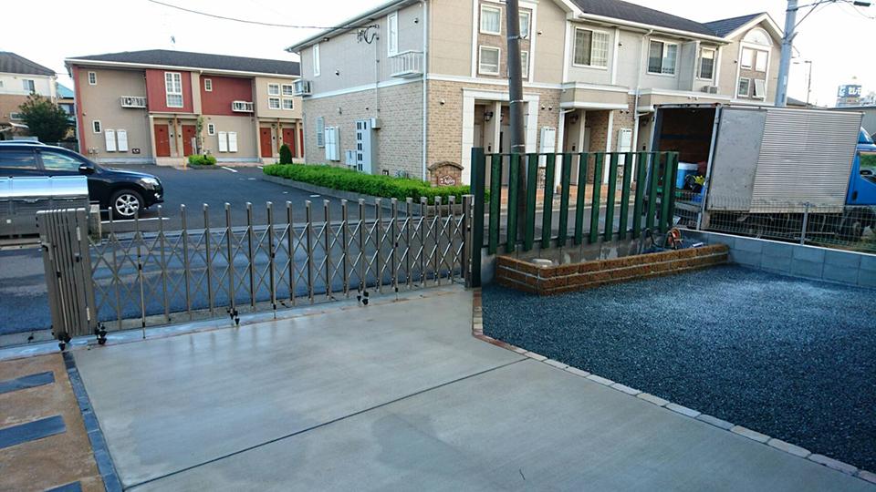 無垢材を使用しフェンスを製作