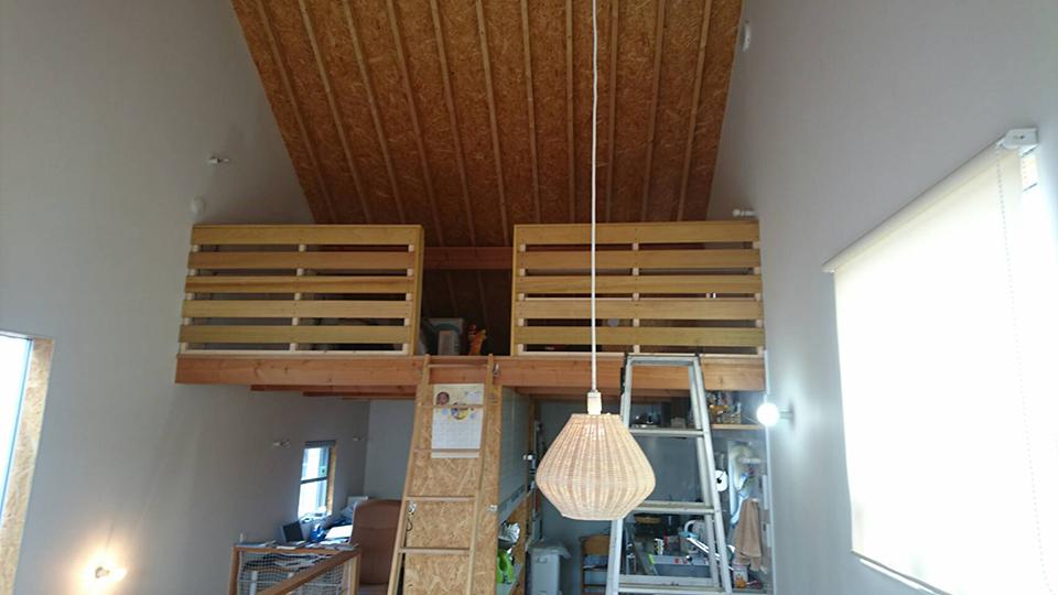 風通しと採光と収納を兼ね備えたロフト手摺へ改修2