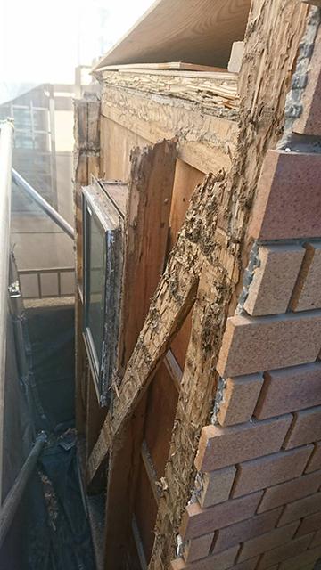 屋根と壁解体後の被害状況2
