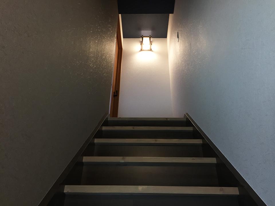 改修後の和を基調とした階段室