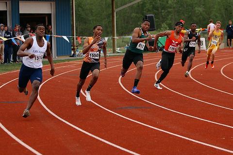 boys-track 200 outdoors.jpg