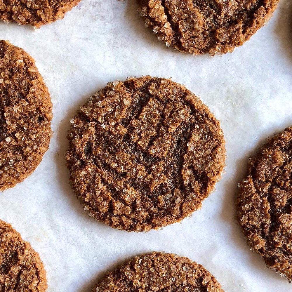Chewy Molasses Ginger Cookies - #25daysofholidaycookies