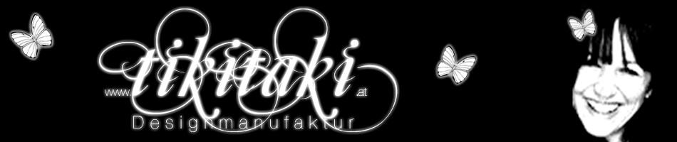 Schwarzer Banner mit weißen Schmetterlingen, in der Mitte steht tikitaki in geschwungenen Buchstaben und rechts ist ein Bild von mir