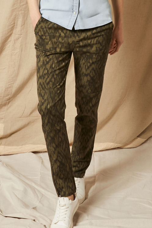 Ecru Laurier Soft Utility Pant in Olive Multi 1012TL