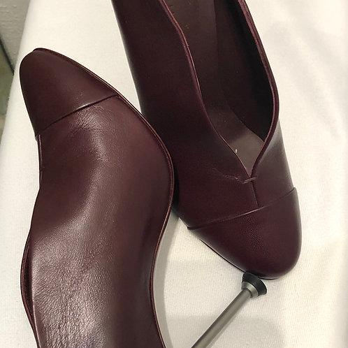 Victoria Beckham Pin Leather Pumps Size 39