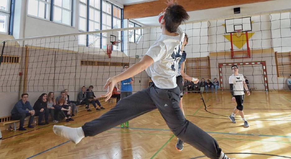Volleyball im Turnsaal
