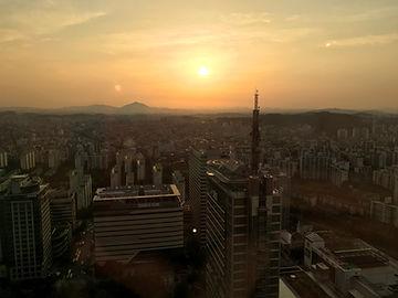 Sonnenuntergang über Seoul in Südkorea
