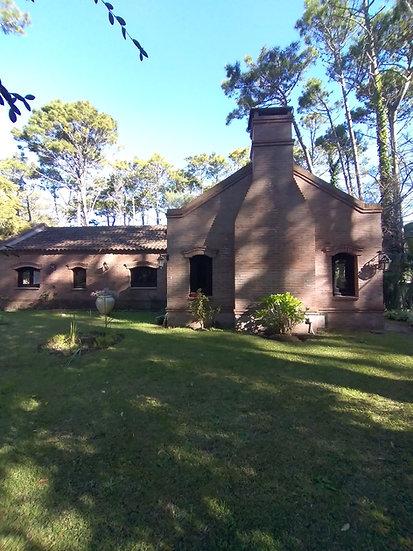 Casa cerca del centro de Carilo