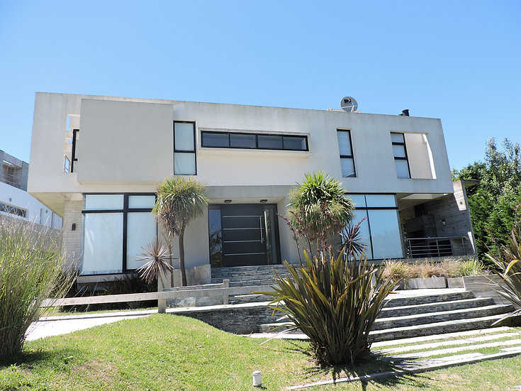 Moderna casa a 1 cuadra del mar