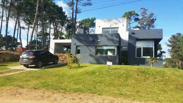 Moderna casa en zona Álamos Pinamar