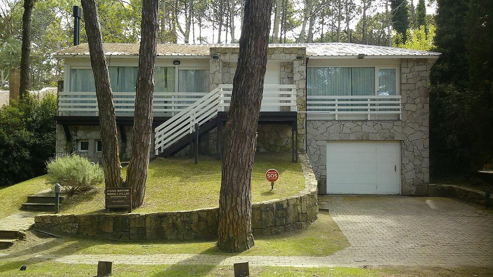 Casa moderna a pasos del centro de Cariló