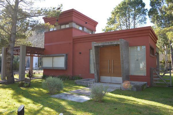 Moderna casa en Carilo