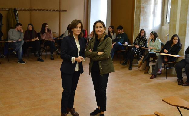 Anna Vall (derecha), ayer en la UPSA. / UPSA