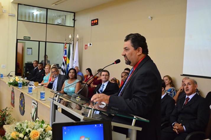 O prefeito durante o discurso na cerimônia de posse