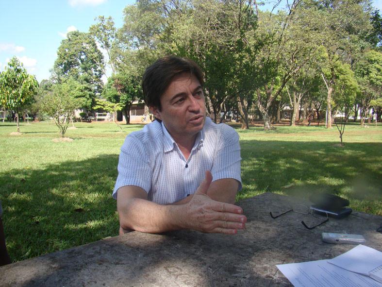 Professor Valdemir Pires durante entrevista