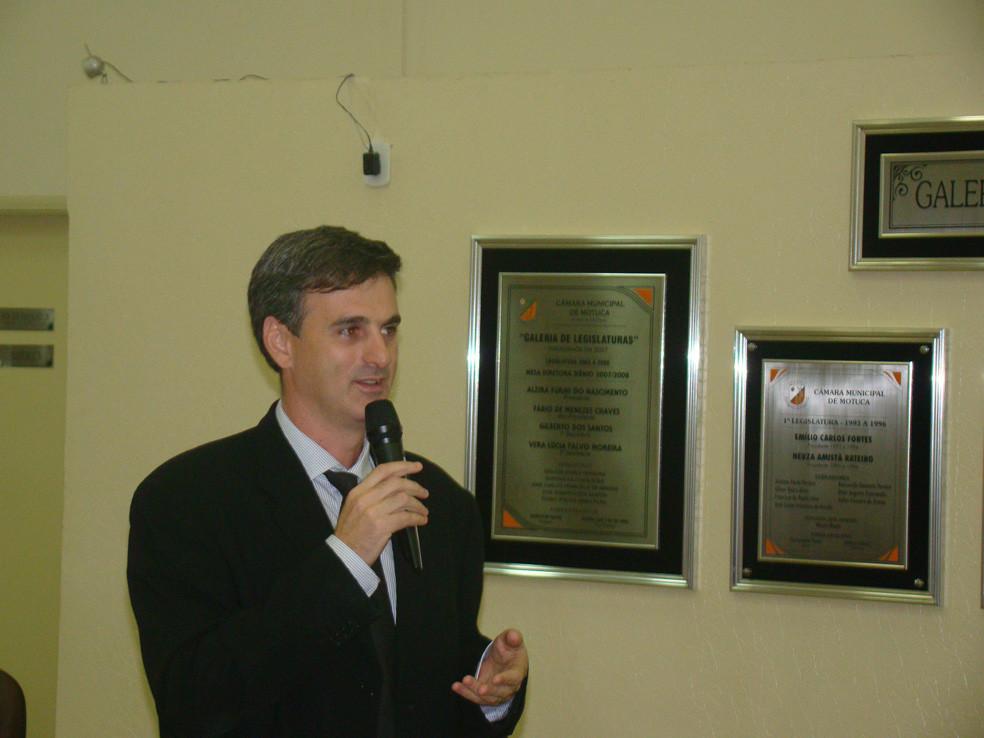 Promotor Melluso durante palestra na Câmara Legislativa de Motuca