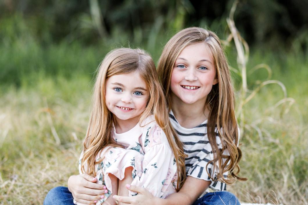 21_BLOG_singer_family_portraits_field_gr
