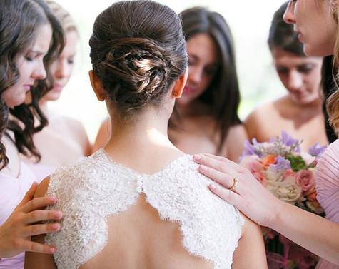 bridesmaids praying, bride praying, wedding party moments, open back dress, lace gown, photojournalism, blush, white, bridal party, paradise valley country club, arizona, scottsdale, photographer jennifer bowen