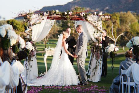 wedding photos, paradise valley country club, ceremony decor, scottsdale, arizona, wedding locations, country club weddings, bride and groom, jennifer bowen photographer, ceremony ideas, wooden arch, organic, rustic