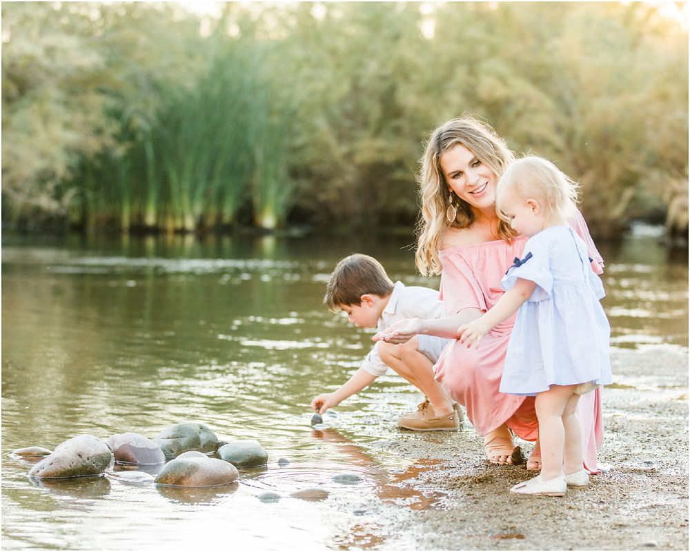 lifestyle family portraits candid moments photographer