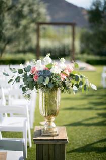 ceremony flowers and decor, el chorro wedding, wedding day flowers, phoenix, arizona image by jennifer bowen