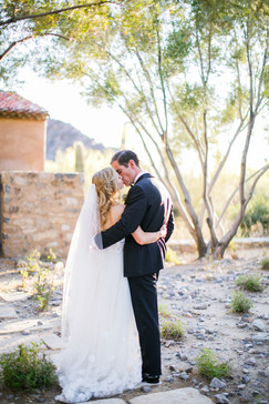 wedding photo of bride & groom at Silverleaf Club in Scottsdale AZ