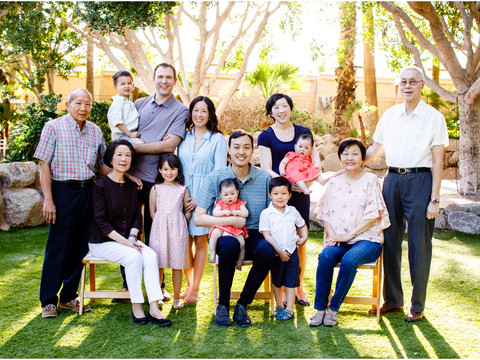 Three Generations: Large group family portrait in Scottsdale AZ