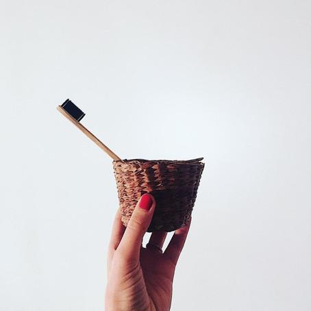 Passer à la brosse à dent en bambou