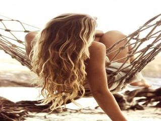 Πώς να προστατέψετε τα μαλλιά σας μετά τη θάλασσα ή την πισίνα
