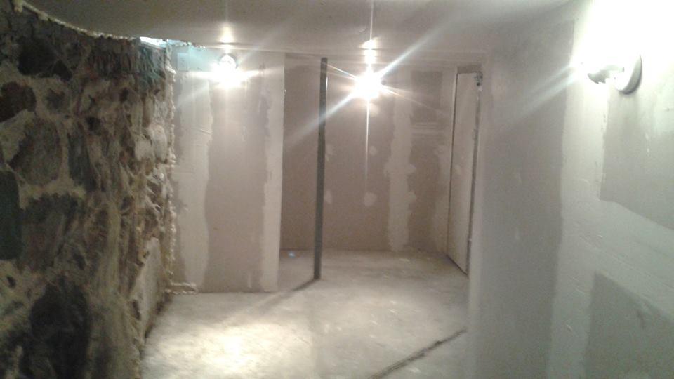 The Cave Studio. 2