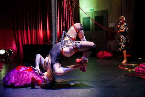 DEEP DANCING PHOTO: PAULA REISSIG
