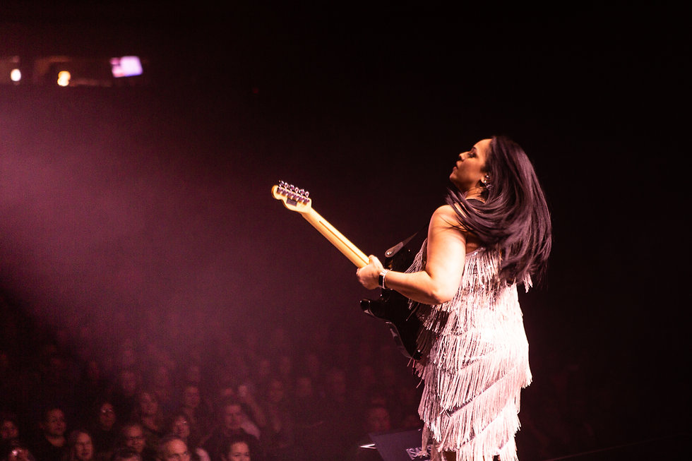 Selena - Concert Pic (from the side).jpg