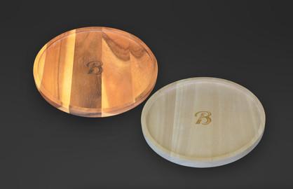 Haras de Bouquetot - Normandy  Wooden tray in mango FSC designed for the Grand Prix du Quatar Hippodrome de Longchamp - Paris Logo laser engraving