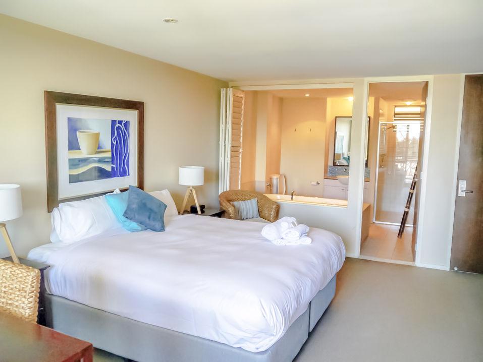 Three Bedroom Ocean Front Master Suite