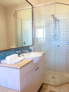 2 Bed Ocean Front Bathroom