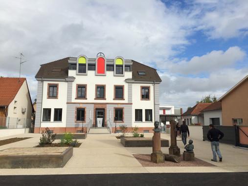 Le bâtiment Schweitzer et son parvis