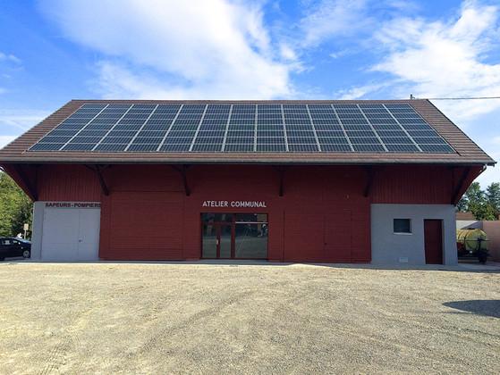 Toit avec équipement photovoltaïque