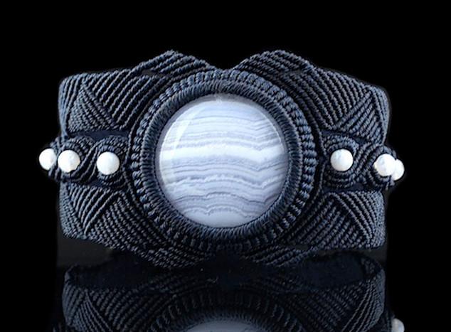 08_bluelace_bracelet.jpg