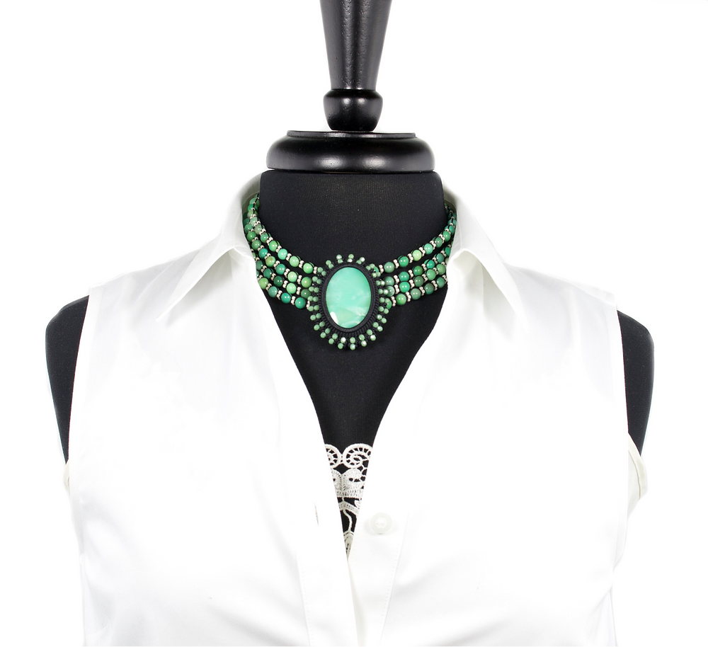 Chrysoprase collier de chien necklace with 4 strands