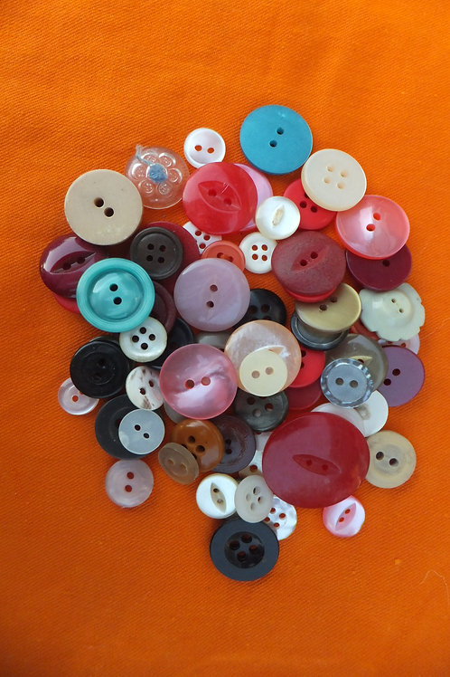 Used buttons, mixed colours