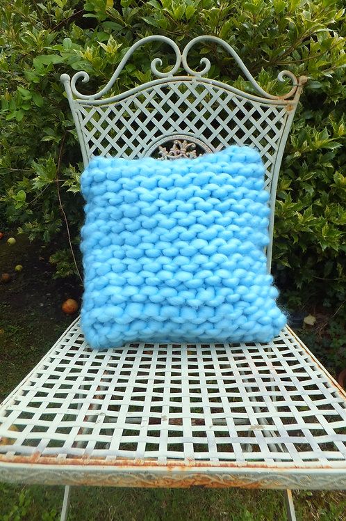 Extreme knit cushion
