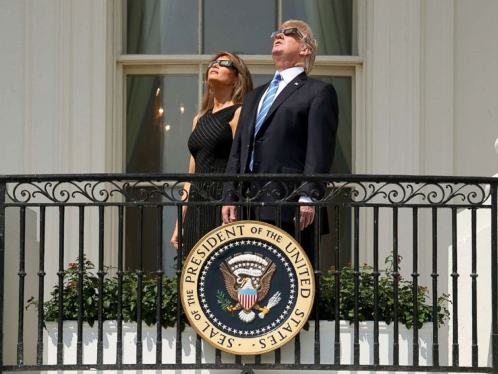 presidnet-first-lady-eclipse-viewing-jef-170821_4x3_992