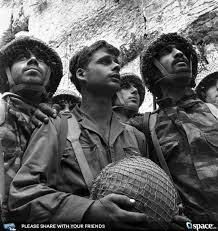 Einer der größten Momente in der Geschichte der Welt - nach 1897 Jahren stehen die Juden wieder in ihrem eigenen Land in ihrer eigenen Stadt.