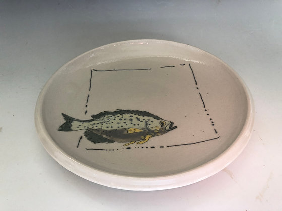 Fish with yellow fins plate