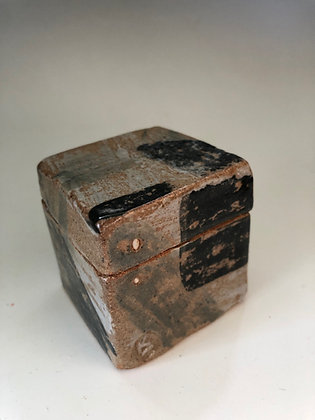Square Box with slip and dots