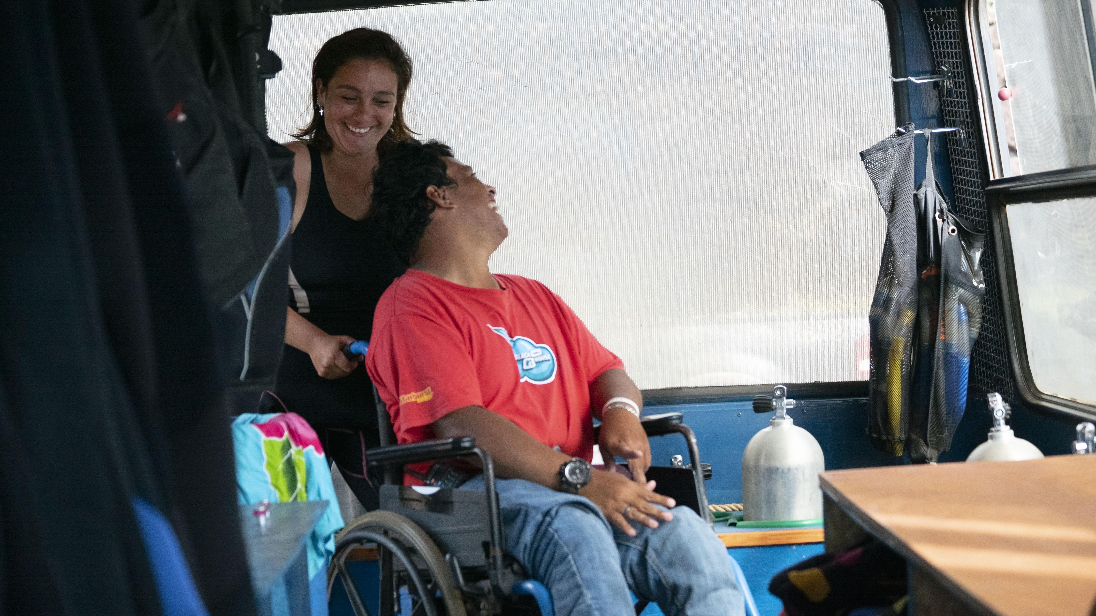 isla de pascua en silla de ruedas