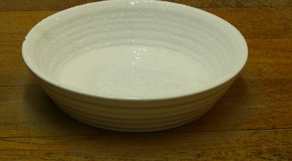In between. (Craft paper, thread, water, ceramic plate).