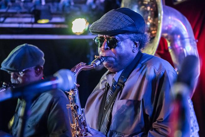 DIrty Dozen Brass Band (Live)